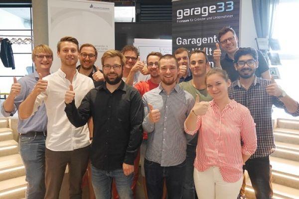 Gruppenfoto von Juroren und BewerberInnen des Gründerstipendiums.NRW