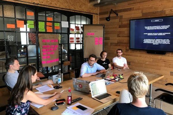 Jurymitglieder und die Gründer des Startups CollarCare bei der 1. Jurysitzung der Founders Foundation (Bild: Founders Foundation)