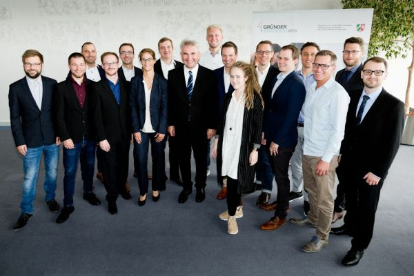 Gründerstipendium.NRW - Gruppenfoto 1. Stipendiaten