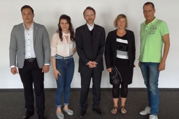 v.l.n.r.: Christoph Höller, Nina Hemmersbach, Thomas Wojahn (Wirtschaftsförderung OBK), Susanne Roll (Gründer- und Technologiecentrum Gummersbach), Peter Loyda  (Quelle: OBK)