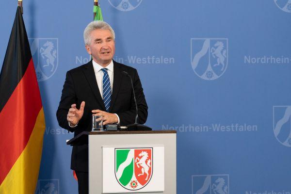 Wirtschafts- und Digitalminister Prof. Dr. Andreas Pinkwart verkündet die Verlängerung des Gründerstipendium NRW