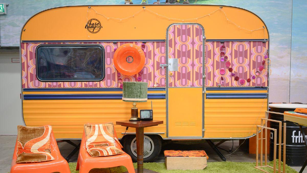 Flower-Power-Wohnwagen im Seventies-Style